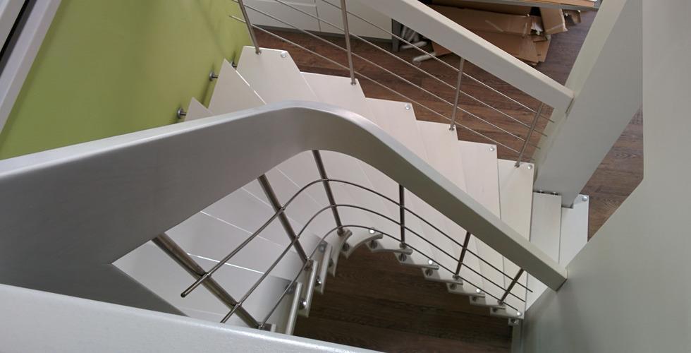 escalier suspendu sur mesure Courbe laqué blanc