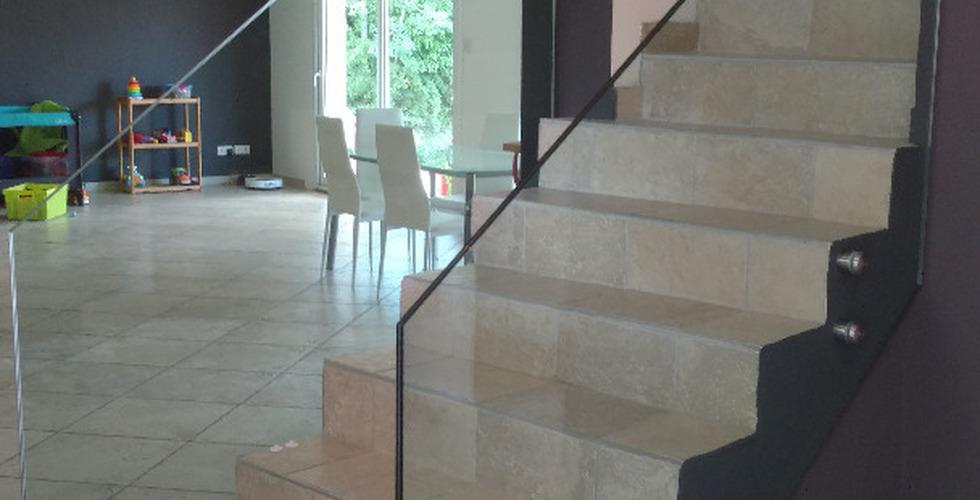 Vitrages escalier béton